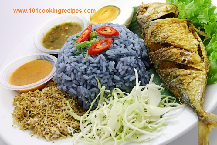 Malaysian Nasi Kerabu with Fried Fish